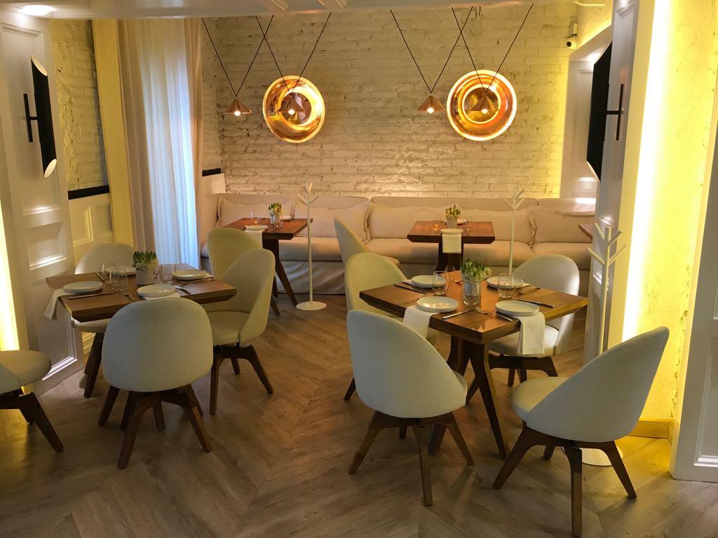 Promobili sillas para restaurante sillas para hoteles for Mobiliario cafeteria